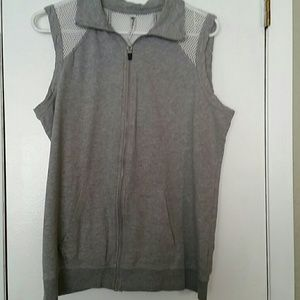 Woman's Fabletics thermecular mesh vest sz L